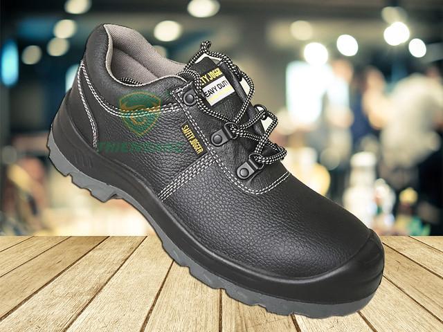 Một số sản phẩm giày bảo hộ chống dầu
