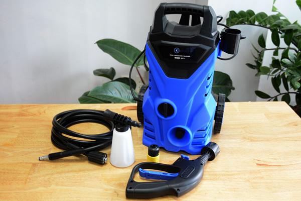 Có nên mua máy rửa xe mini cho gia đình không?