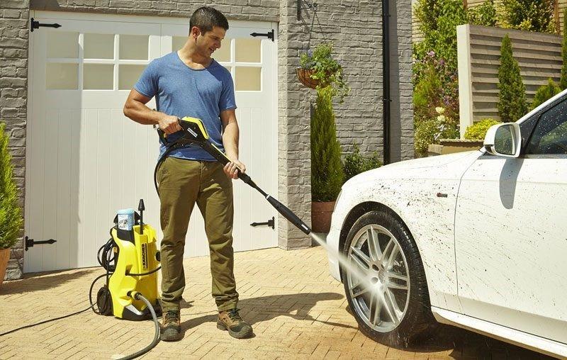 Tư vấn có nên mua máy rửa xe gia đình hay không?
